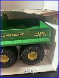 SCALE MODELS JOHN DEERE GATOR 6X4, 1/8 Scale MPN FY-1020 New in Box